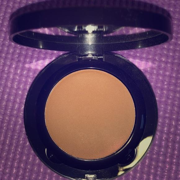 laura mercier Other - Pressed foundation powder ❤️